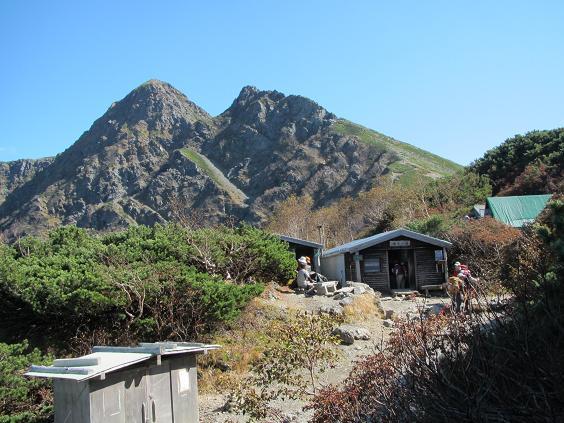 塩見小屋からの塩見岳西峰と天狗岳