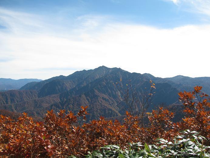 明神峠から見る荒沢岳