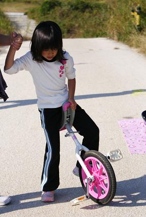 一輪車練習中