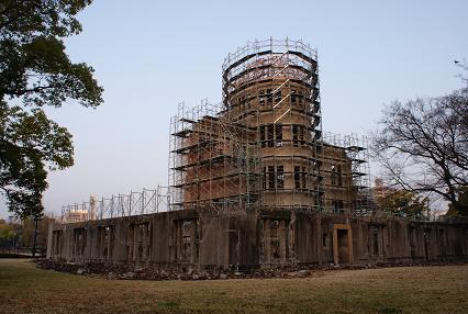 保存工事中の原爆ドーム