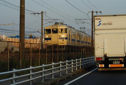 夕日に染まる電車
