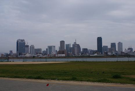 川の向こうは大都会