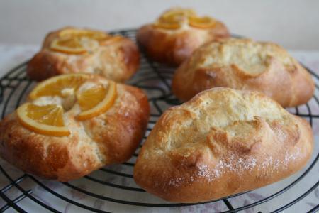 バタークッペとオレンジパン