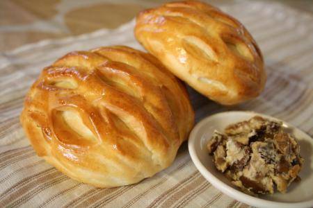 甘栗とクリチーとナッツのパン