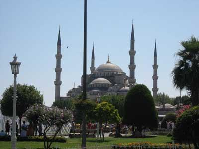 外から見たブルーモスク