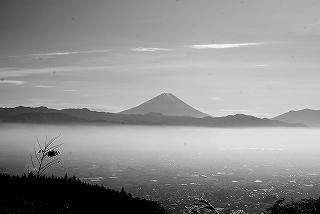 苗敷山から富士を眺める