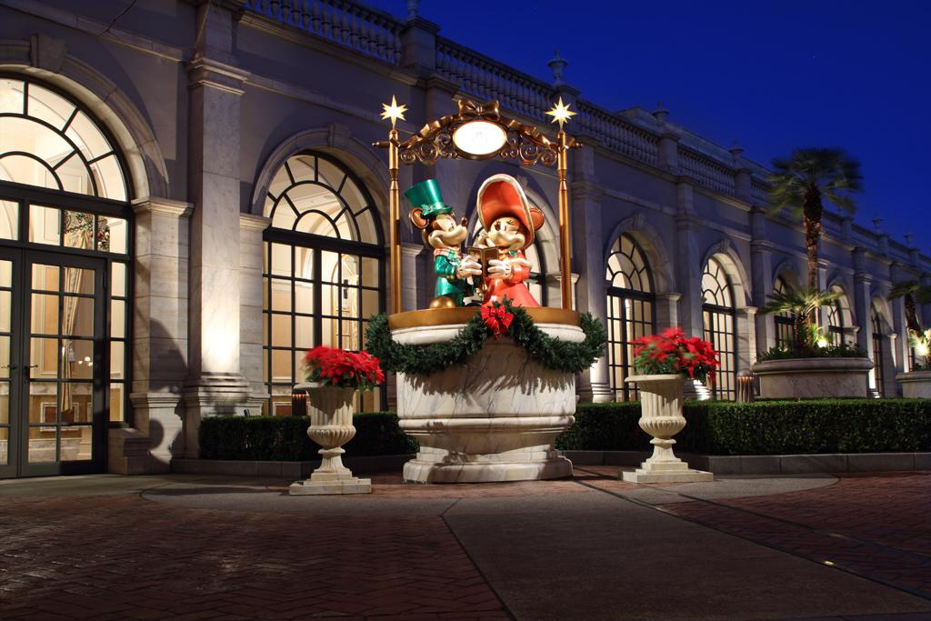 クリスマスミッキー・ミニー(ミラコ玄関横)