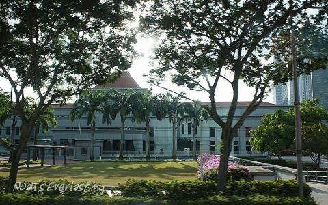singa_around_city_hall_3.jpg
