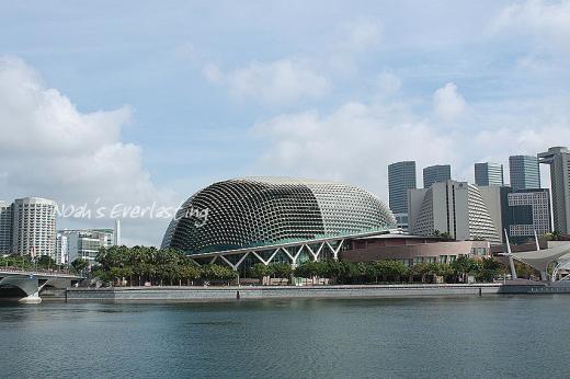 singa_around_city_hall_64.jpg