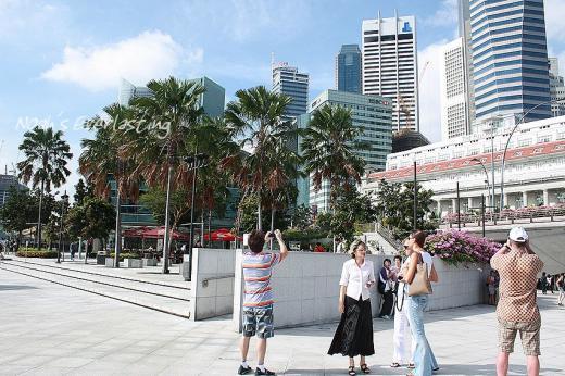 singa_around_city_hall_66.jpg