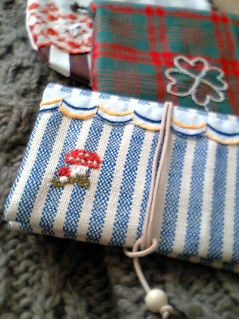 カードケース(ドイツリネン・きのこの刺繍)