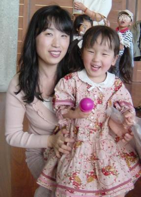 2006.5 母とのん PH籠イチゴOP.JPG