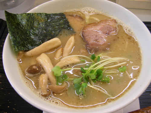 新源地 豚骨魚介のマイルドWスープ 日曜 曜日変わり チャーシュー麺