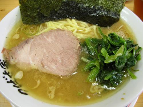 横浜家系ラーメン 武蔵境 つばさ家 中太ストレート麺 こってりとんこつしょうゆ