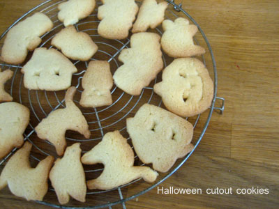 halloweencutoutcookies.jpg