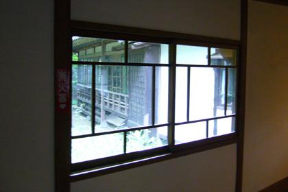 渡り廊下の窓