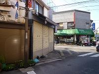 駄菓子屋付近