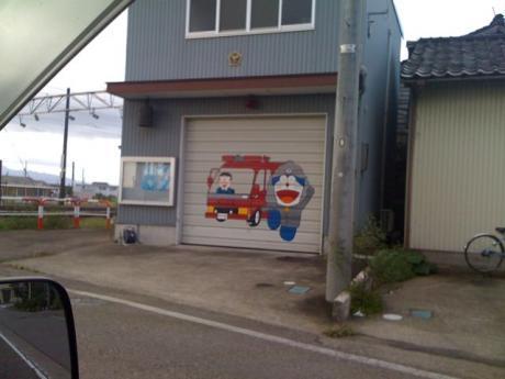 のび太くん運転の消防車
