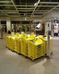買い物袋の山
