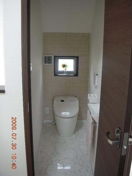 高正工務店 2階トイレ