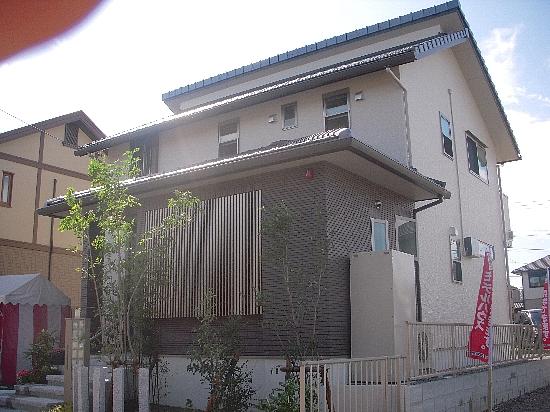 19番6モデルハウス(H21年10月10日撮影) 外観格子側550
