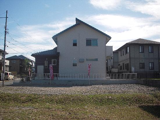 19番6モデルハウス(H21年10月10日撮影) 建物側面550