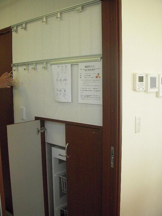 19番6モデルハウス(H21年10月10日撮影) 洗面所収納550