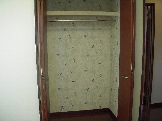 19番6モデルハウス(H21年10月10日撮影) 子供部屋クローゼット550