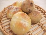 たまごパンとドライフルーツ入りのパン