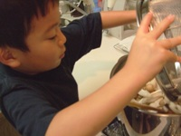 カレーの作り方 「キノコ類を入れる」