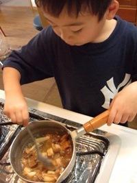 カレーの作り方 「カレールーを溶かす」