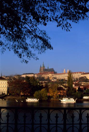 朝のプラハ城