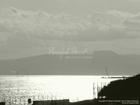 レトロな感じに加工した海と空
