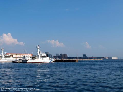 メリケンパークからポートアイランドを望む
