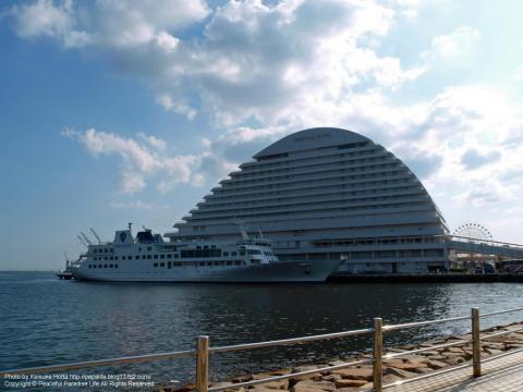 メリケンパークにあるホテルと船