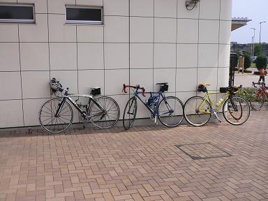 参加者の高いバイク
