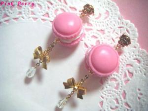 ピンクのマカロン&リボンの薔薇ピアス 全体