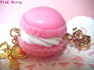 ピンクのマカロン&リボンの薔薇ピアス マカロンアップ