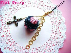 黒×ピンク&十字架の大粒スワロなマカロン 全体