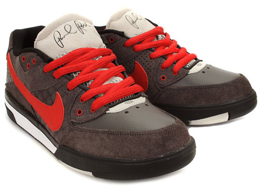 Nike-SB-October-2009-Releases-Dunk-Mid-Classic-SB-P-Rod-3-06.jpg
