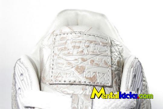 nike-air-max-90-white-croc-skin-5_convert_20090419011503.jpg