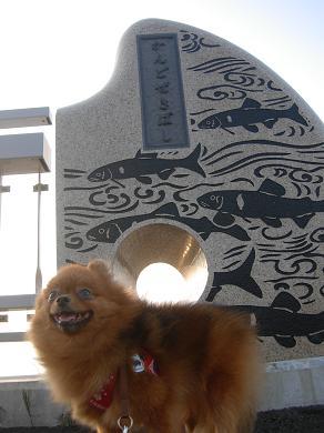 神戸堰橋のたもとにいるりおん