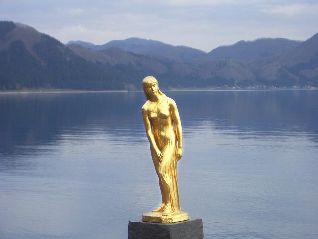 Tazawako_tatsuko_statue.jpg