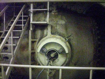発電機を通る水の量を調節する弁