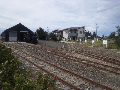頸城鉄道百間町の車庫2011-秋
