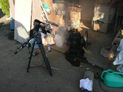 石油発動機の映像を撮る