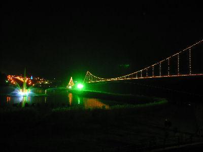宮ヶ瀬、つり橋の反対側から、イルミネーション会場の方を