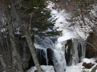 少し凍っている、竜頭の滝
