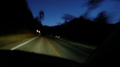 夜明け前の赤城白樺道路を駆け上がる
