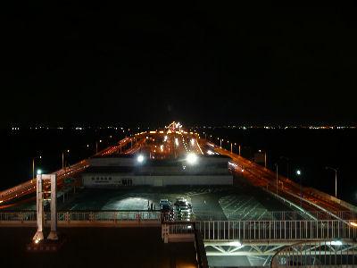 海ほたるから木更津方面を眺める